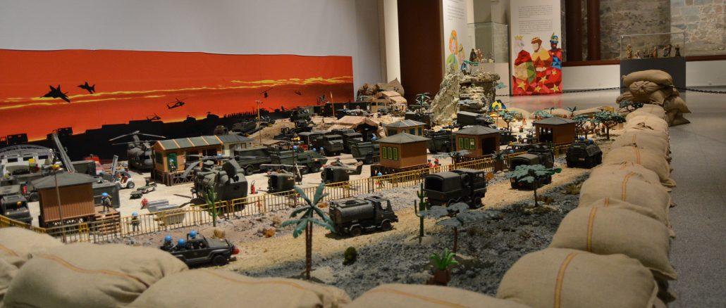 La exposición incluye un Belén de Playmobil homenaje a las misiones internacionales del Ejército. / JG