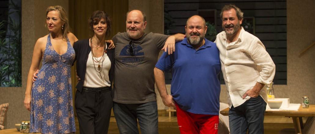 En el centro, Daniel Veronese, director de 'Invencible'. / EC